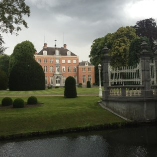 voortuin en kasteel