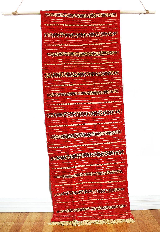 tapis couloir laine rouge sang compress