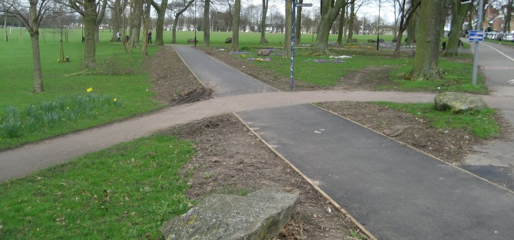 New Footpath Open at Queen's Road