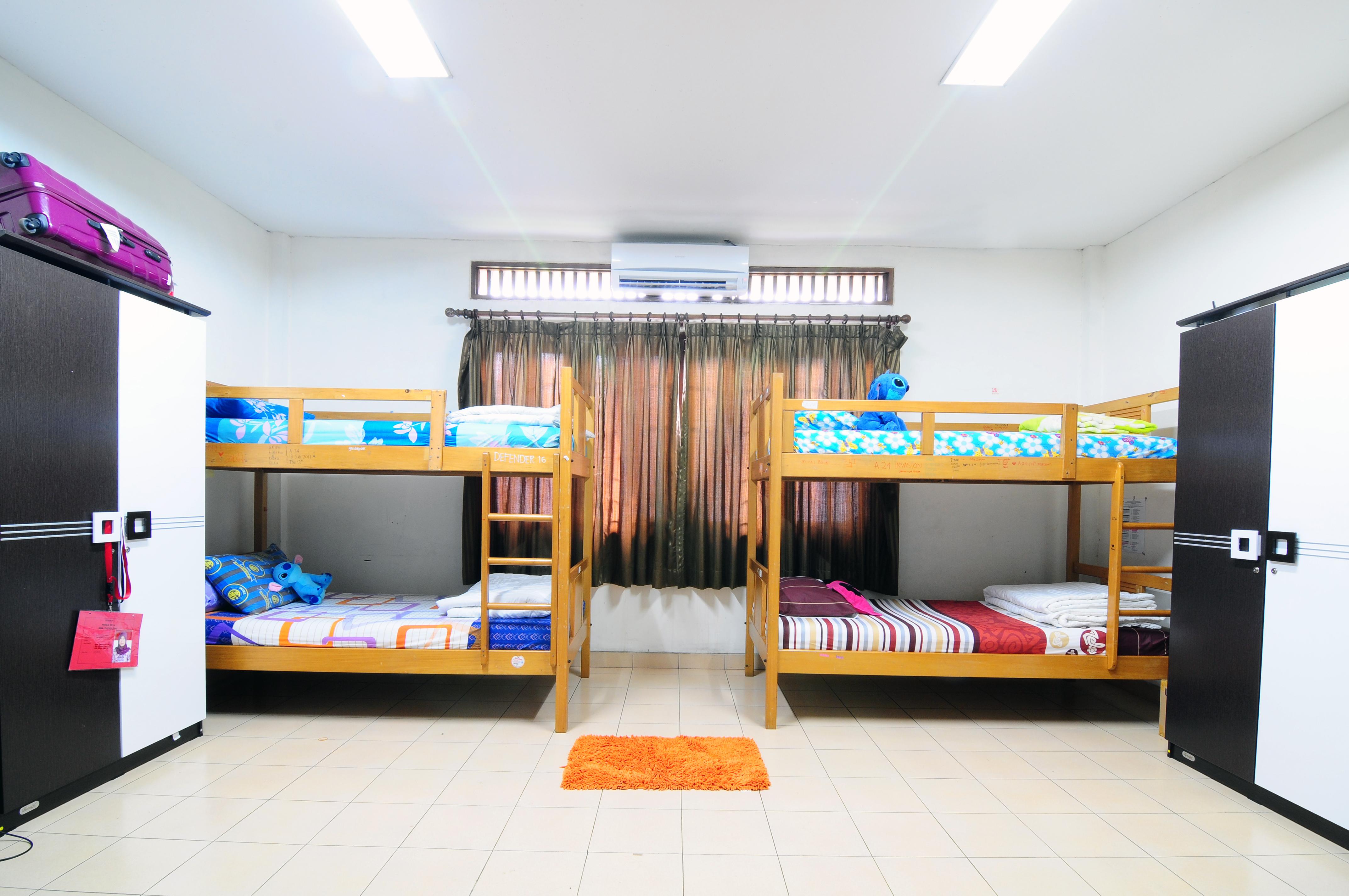 PerbedaaanIslamic Boarding School dengan Pesantren