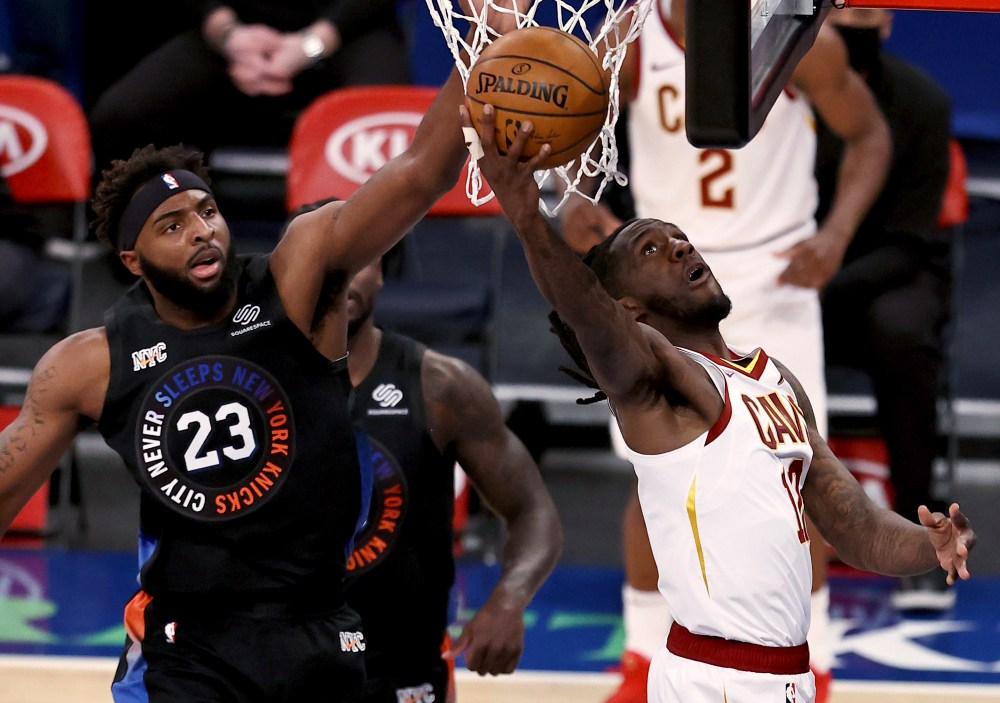 Knicks snap 3-game losing streak with 102-81 rout of Cavs