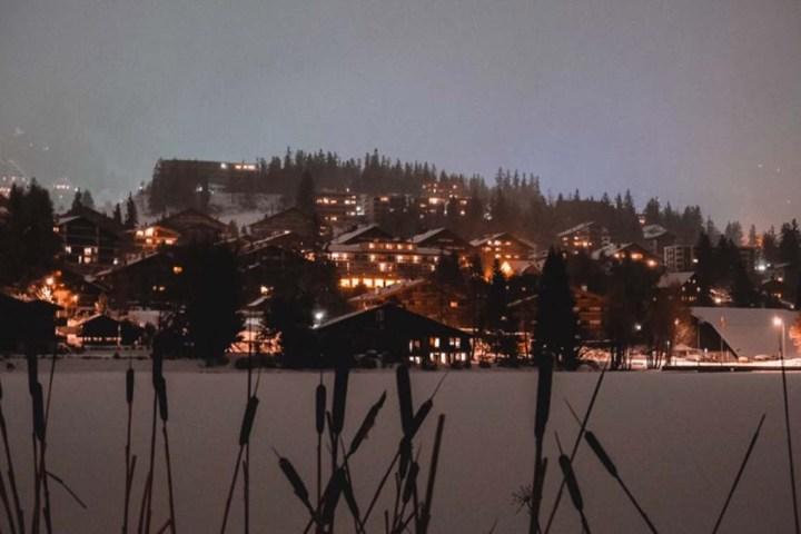 Crans Montana dans le Valais la nuit
