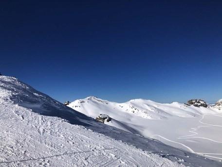 Profiter des montagnes l'hiver en suisse