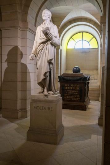 Voir le tombeau de Voltaire