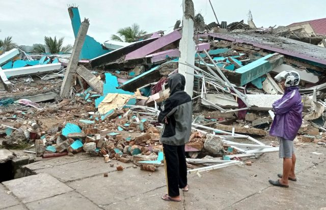 Indonesia: Quake causes 35 deaths and injured hundreds