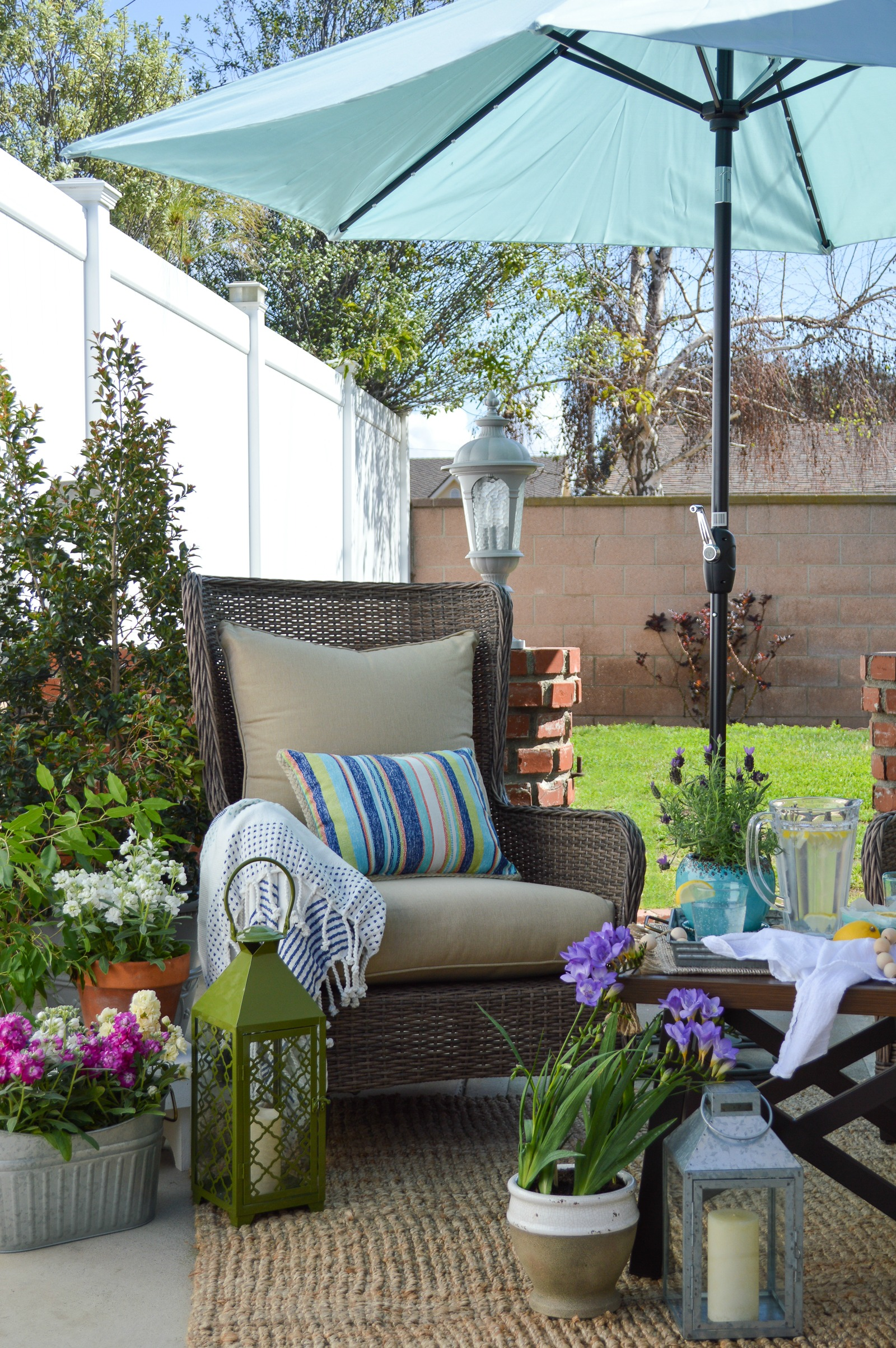 Outdoor Entertaining Furniture and Decorating Ideas - Fox ... on Cottage Patio Ideas id=77094