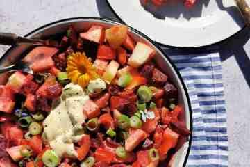 Salade met bietjes, appel en aardappel