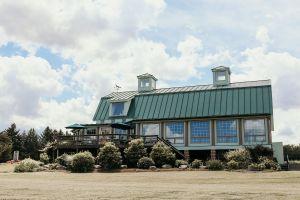 Front view of Fox Run Vineyards tasting room