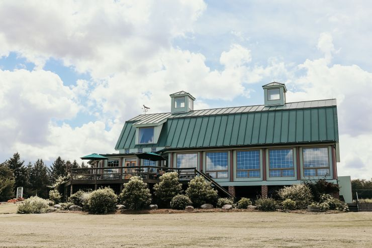Front view of Fox Run Vineyards tasting room