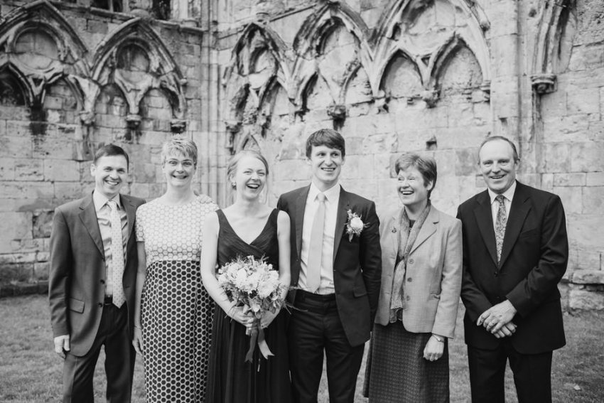 york-wedding-mueum-garden-family-photos