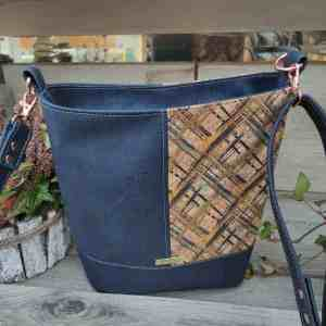 Schoudertas blauw kurk in 2 kleuren achterkant