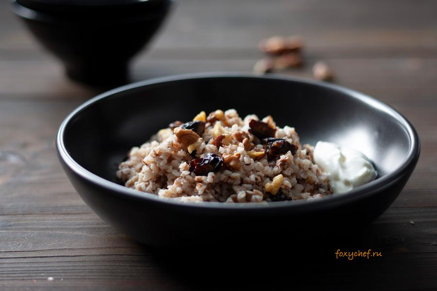 Гречка с грецкими орехами и черносливом