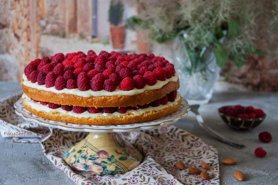 Бисквитный малиновый торт с маскарпоне и мятой