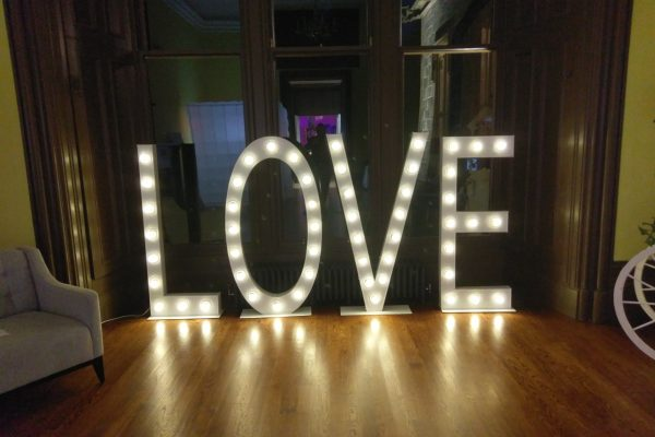 5ft traditional love letter sign hire