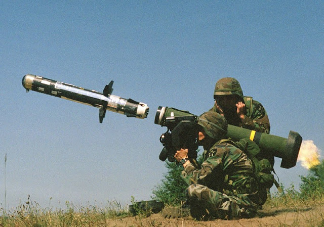 リアル:ジャベリンミサイルで戦車をコナゴナにする映像