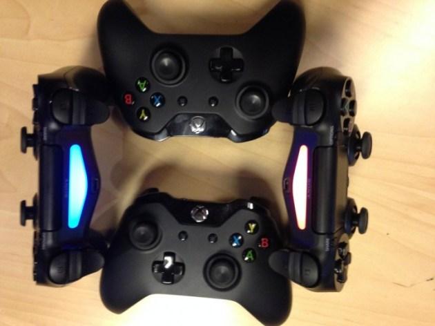 PlayStation 4とXbox Oneコントローラーの比較画像