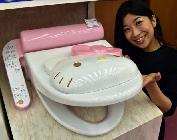 hello_kitty_toilet_1-620x492