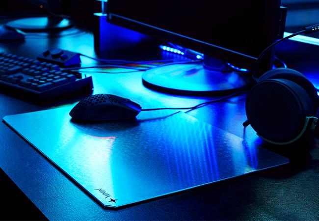 """""""使い捨てしない""""超平面メタルマウスパッド「NINJA RATMAT」10月受注開始、価格は6万円~"""
