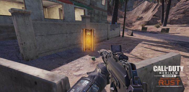 近くの敵に警告を出しながら、短時間の間ほぼ透明になることが可能。敵から離れれば離れるほど見えにくくなり、武器を使用すると効果は解除される