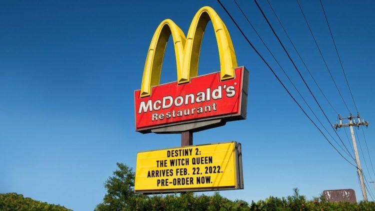 アメリカのマクドナルドがTwitter大喜利の結果、『Destiny 2』の新DLC「漆黒の女王」を宣伝