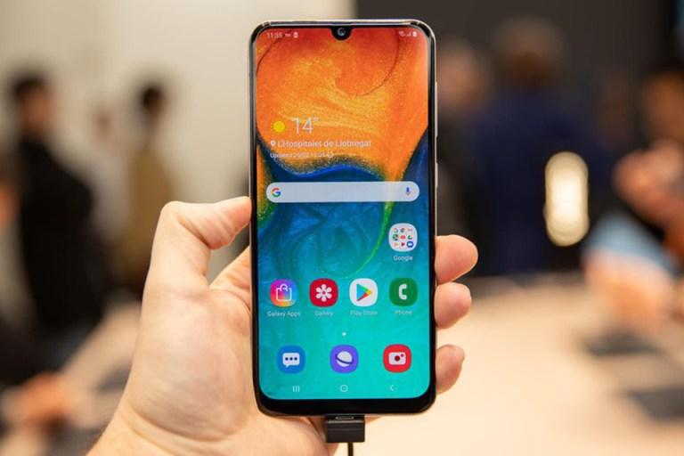 thiết kế màn hình Galaxy A30