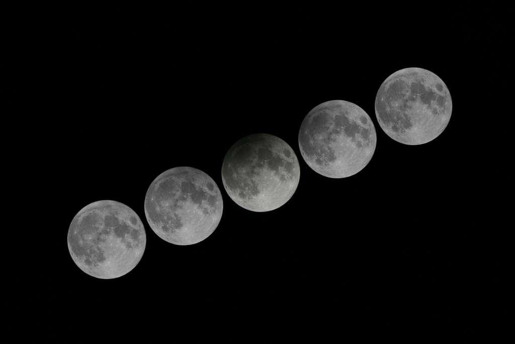 Éclipse partielle de Lune. © Hong Kong Observatory
