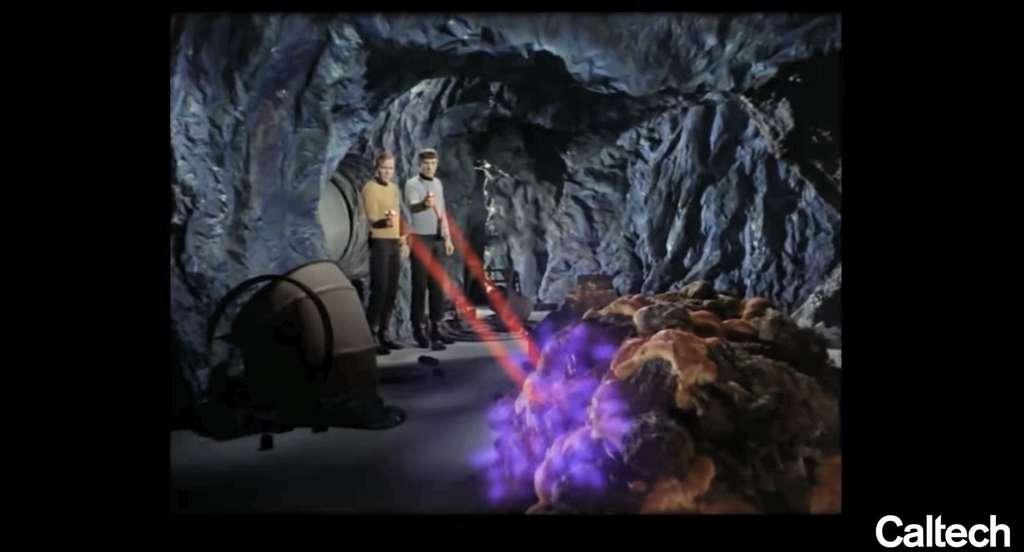 Le capitaine Kirk et Spok, dans un épisode de la série télévisée Star Trek, rencontrent une créature étrange. Leur premier réflexe est de lui tirer dessus. Spok comprend ensuite qu'elle est faite de molécules à base de silicium, une idée récurrente en exobiologie. © Caltech