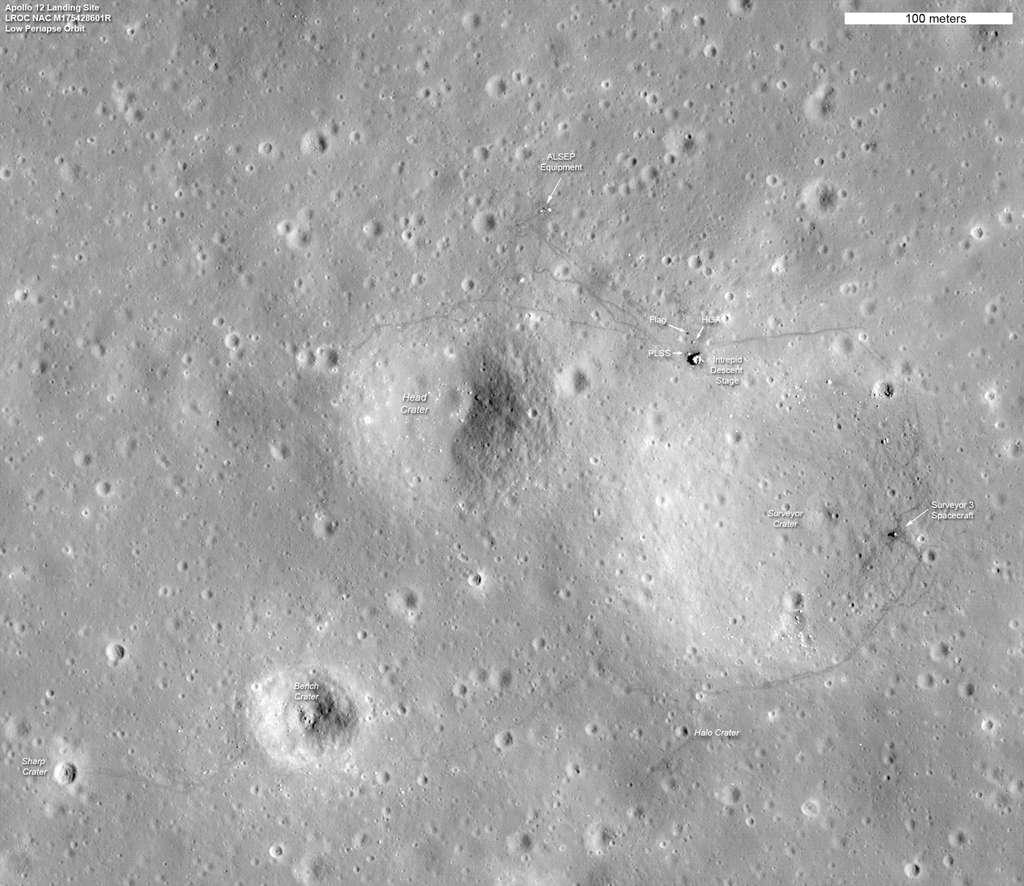 Ce cliché ne montre pas seulement le site d'atterrissage de la mission Apollo 12 dans l'océan des Tempêtes (du 14 au 24 novembre 1969). Il montre également le site d'atterrissage de Surveyor 3 qui s'était posé deux ans plutôt. © Nasa/LRO Science team