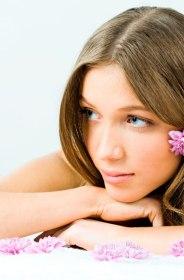 coiffure avec fleur