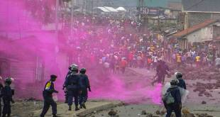 Dispersion des manifestants de l'Opposition, par la police congolaise.