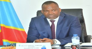 Photo du president de la CENI de RDC, lors d'un point de presse
