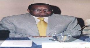 Photo d'un Sénateur congolais lors d'un point de presse.