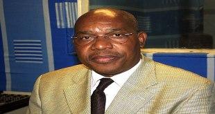 Photo d'un politicien congolais dans un studio de la radio onusienne a Kinshasa.