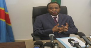Photo d'edem KODJO, un politicien togolais.
