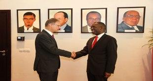 Photo: Matata Ponyo Mapon reçoit Wolfgang Manig, Ambassadeur de l'Allemagne en RDC.