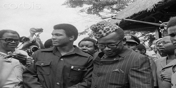 Photo du boxeur Ali et le president Mobutu a Kinshasa.