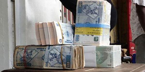 Photo des billets de 500 et 20 franc congolais.