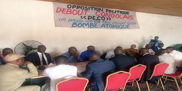 Photo des Opposants congolais en reunion.