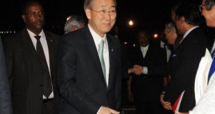 Ban Ki-Moon lors de son arrrivée, le 30 mars 2011 à Nairobi.