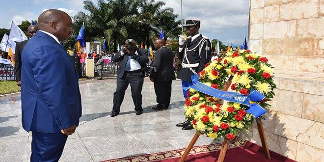 """Joseph Kabila"" se recueille devant le monument de Patrice-Emery Lumumba, Kinshasa."