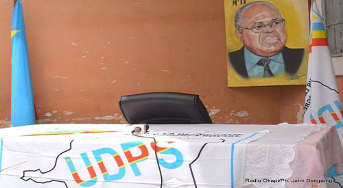 Siege de l'UDPS - Table réservée à Etienne Tshisekedi.