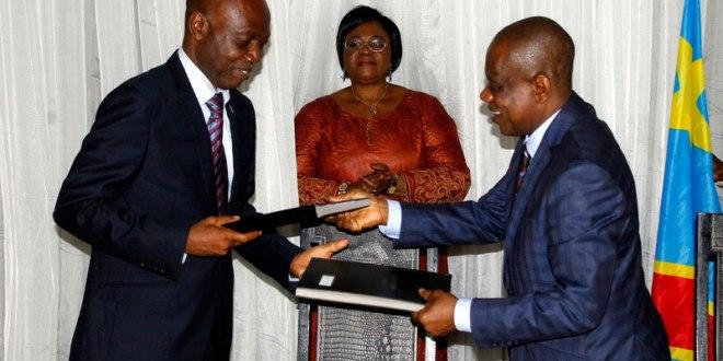 Cérémonie de Remise et Reprise : Alex Kande et le Commissaire Spécial du Kasai