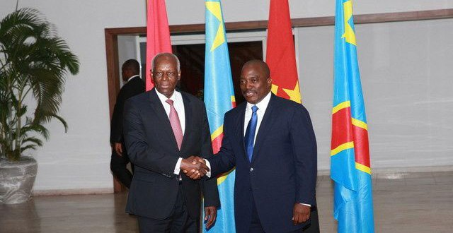 "Hand shake between presidents Dos SANTOS and ""Joseph KABILA""."