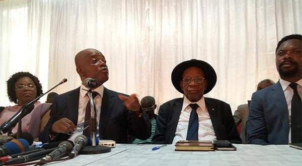 Evariste BOSHAB, lors d'une réunion, province du Kasai, en RDC.