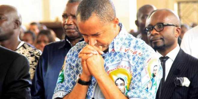 Moise KATUMBI praying