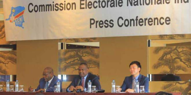 Corneille Nangaa (au milieu), president ceci RDC, conference de presse.