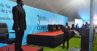 Joseph KABILA, debout, au troisième édition de la conférence minière de la RDC.