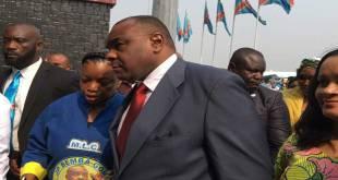 Jean-Pirre Bemba [cravate rouge], chairman du MLC.