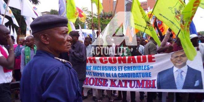 Militants de Moise KATUMBI devant la Cour Suprême de Justice à Kinshasa.