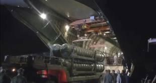 Première livraison : la Russie décharge des systèmes S-300 en Syrie